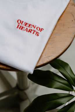 T-shirt wit queen of hearts